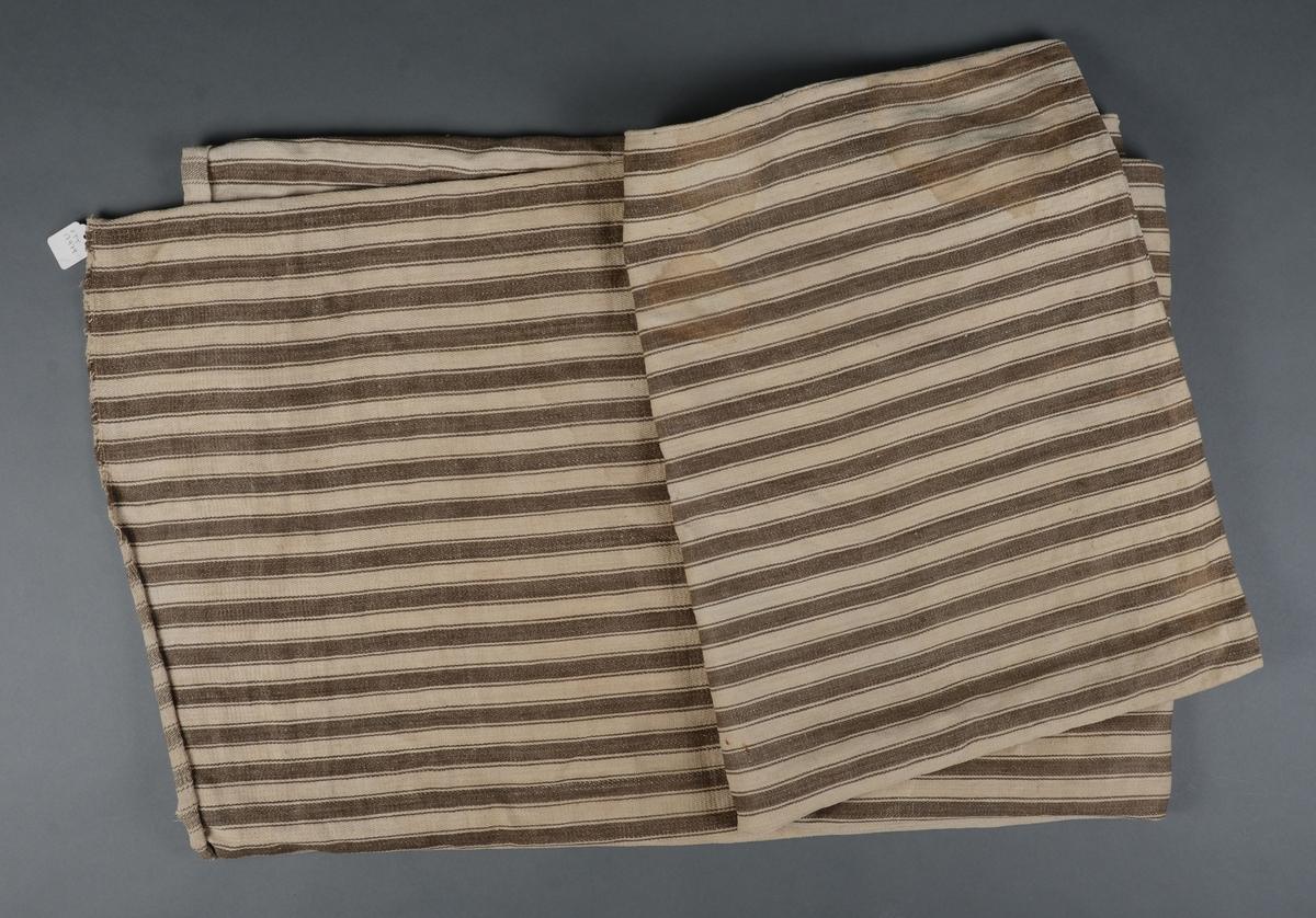 Stripete bolstertrekk sammensydd av fire stykker/baner med lik bredde.  Åpning i nedre kant.
