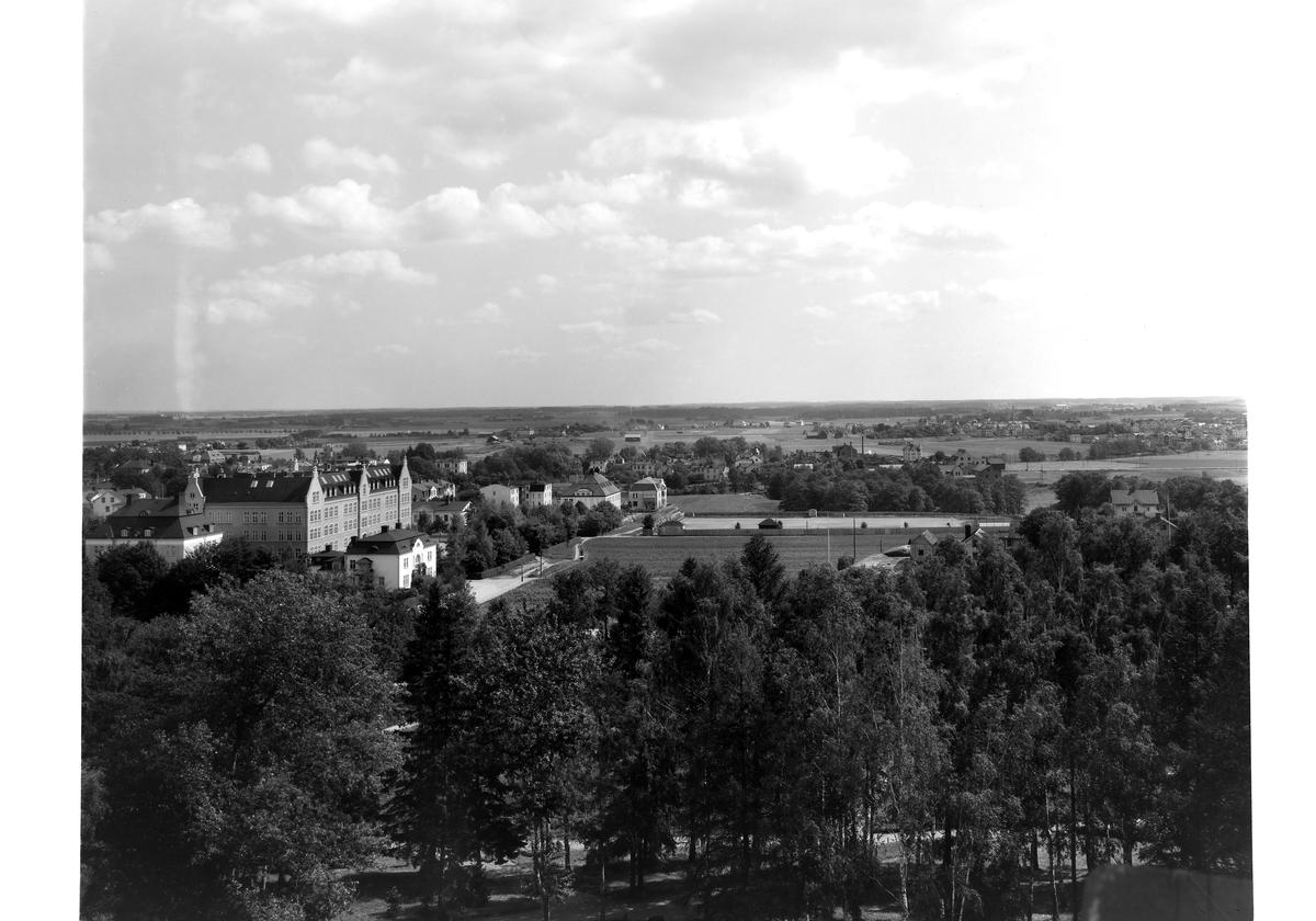 Vy från Belvederen mot öster, Linköping (1919 tolkas av att Folkungavallens anläggande är påbörjat) (serie 2/6) Utsikt.