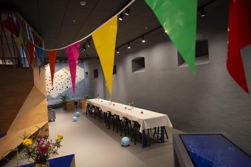 Geolabens labbord er dekket til fest (Foto/Photo)