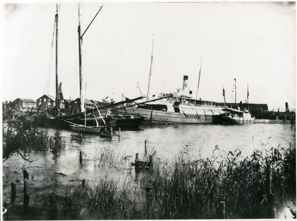 Västerås, Munkängen. Ångfartyget Aros i Gamla hamnen, 1900.