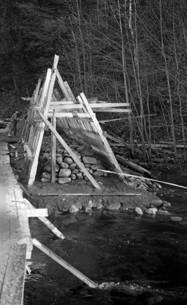Reparasjon/ bygging av dam ved Follebu Bruk, Gausdal, Oppland.