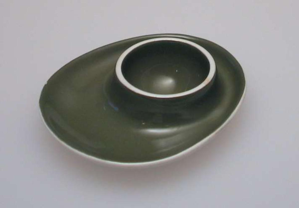 Olivengrønn eggformet skål med holder