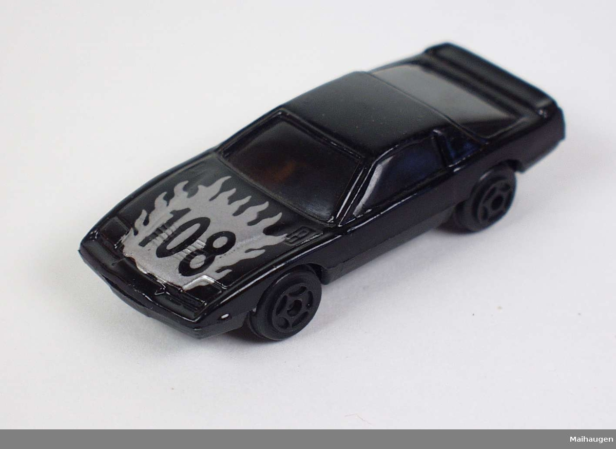 Svart sportsbil i hard plast og metall.
