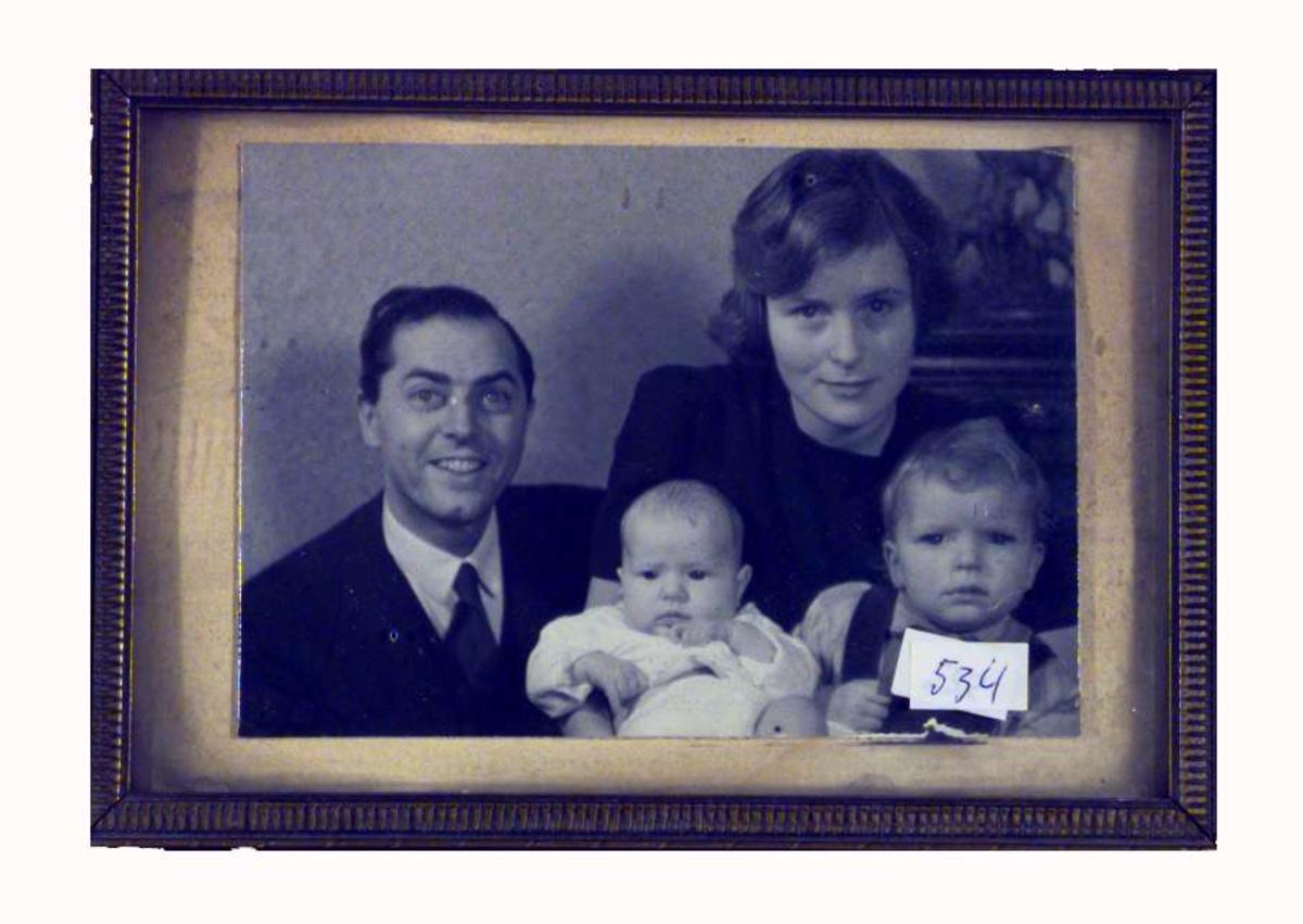 Bildet viser Sigrid Undsets niese Signe Ollendorff f. Thomas med mann og to små barn.
