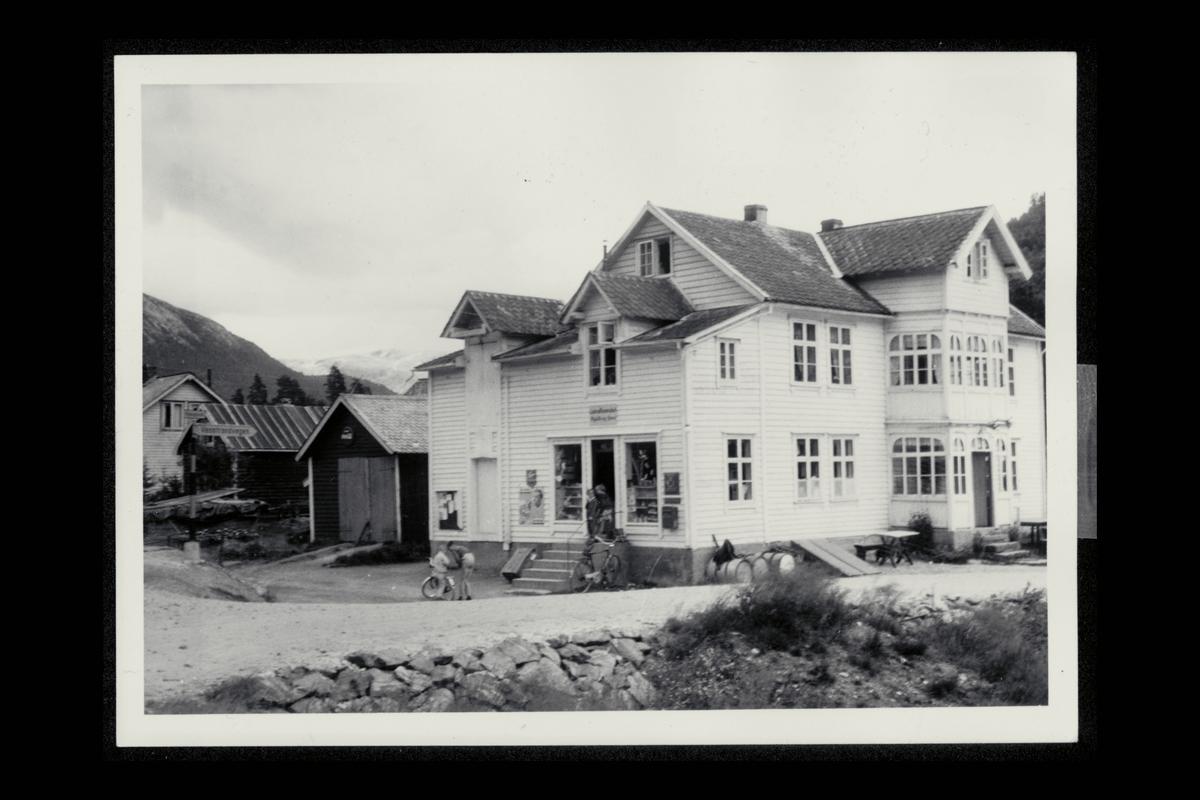 eksteriør, postkontor, 5716 Haugsvik, postkasse, postskilt