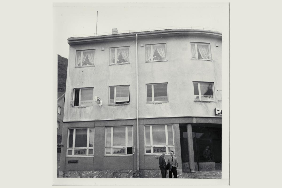 eksteriør, postkontor, 9750 Honningsvåg, menn