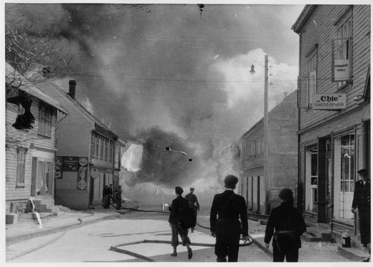 krigen, Voss, eksteriør, brann, menn