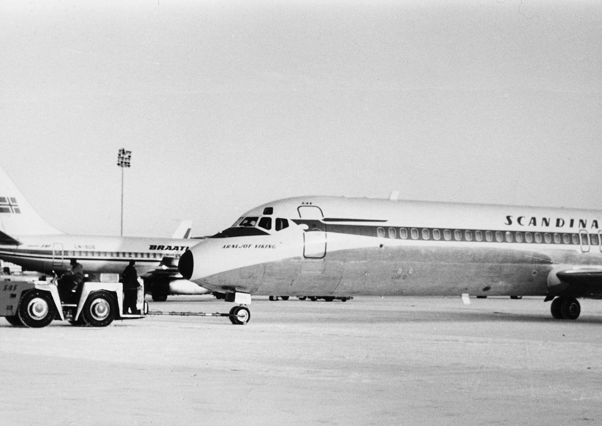transport, fly, Oslo Lufthavn, 2 fly, på bakken