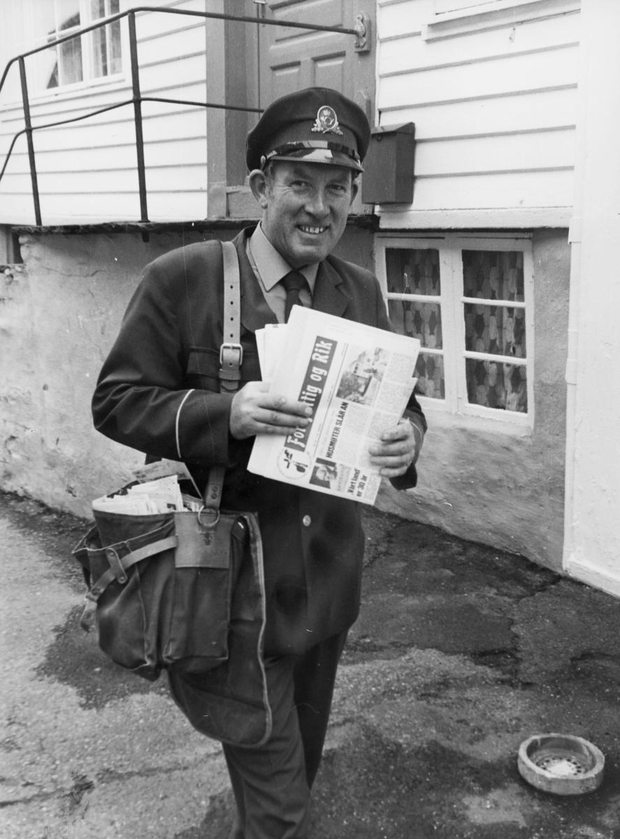 omdeling, 4280 Skudenes, postbud, uniform, postveske