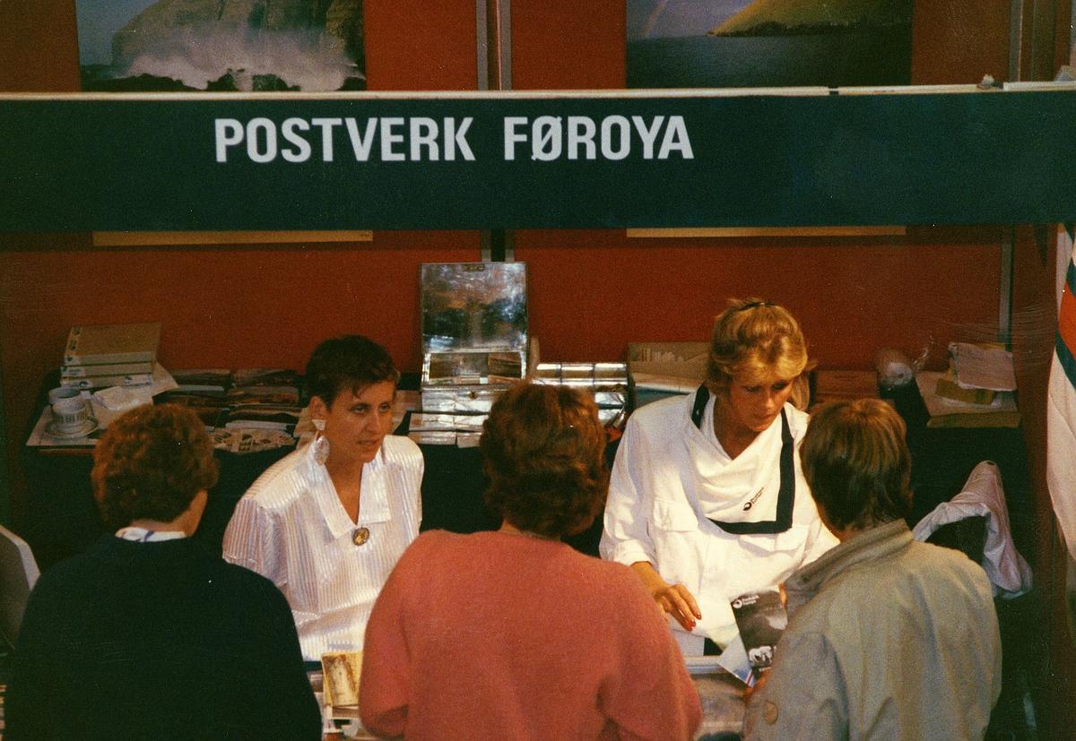 frimerkets dag, Oslo Rådhus, stand for Postverk Føroya, ekspeditører, kunder