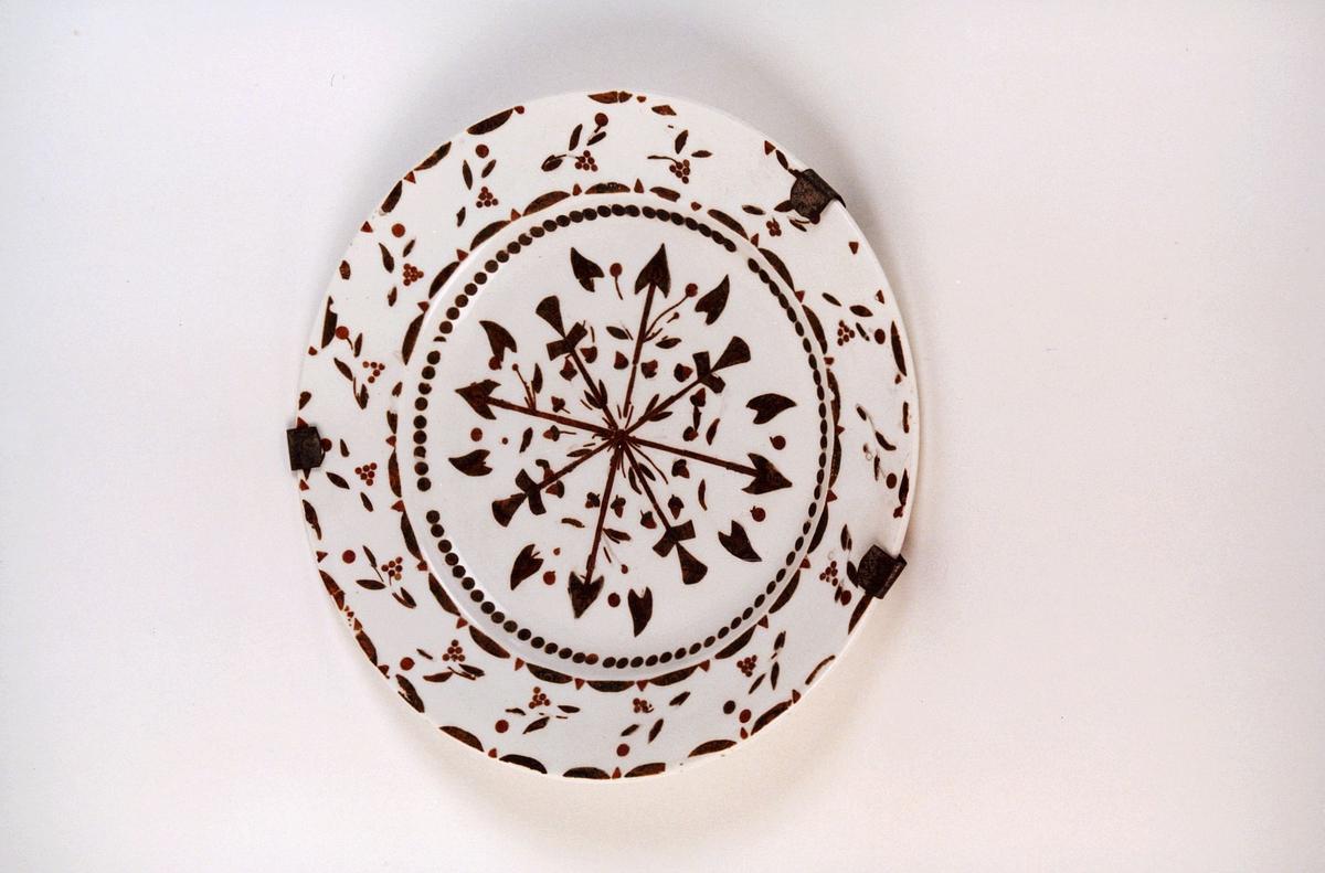 postmuseet, gjenstander, tallerken, dekor laget av frimerker