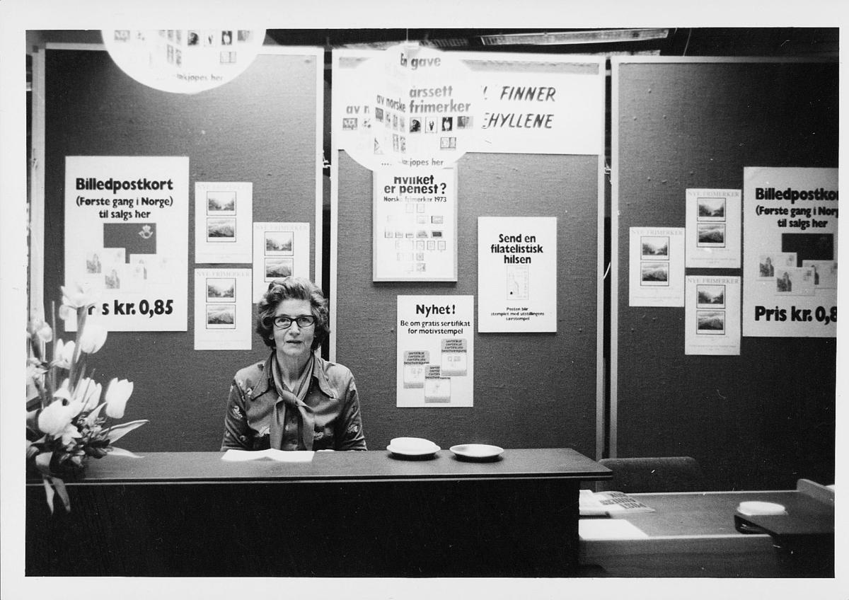 markedsseksjonen, Oslo postgård 50 år, utstilling, dame, filateli