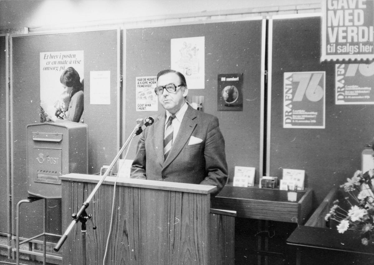 markedsseksjonen, nasjonal frimerkeutstilling, Filos 76, 8.-17. oktober, stortingsrepresentant, Albert Nordengen holder tale