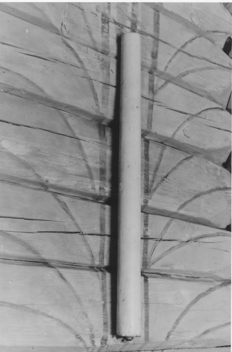 Sirkelformet bunn, rett oppstigende sider, øverst veke, skrue.