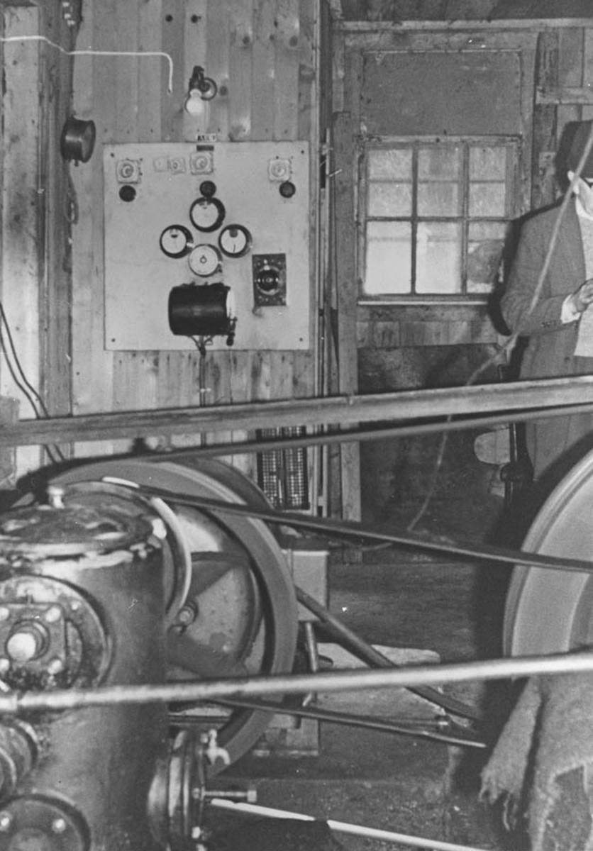 Generatoren fra den privat bygde kraftstasjonen på Fjell. Bygget 1913.