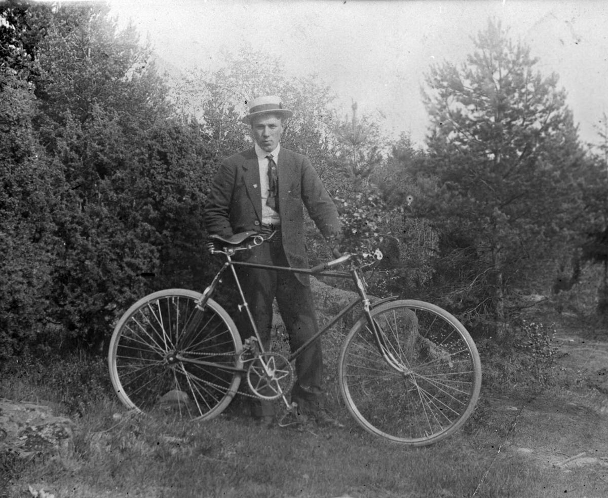 Alf Feiring med sykkel.