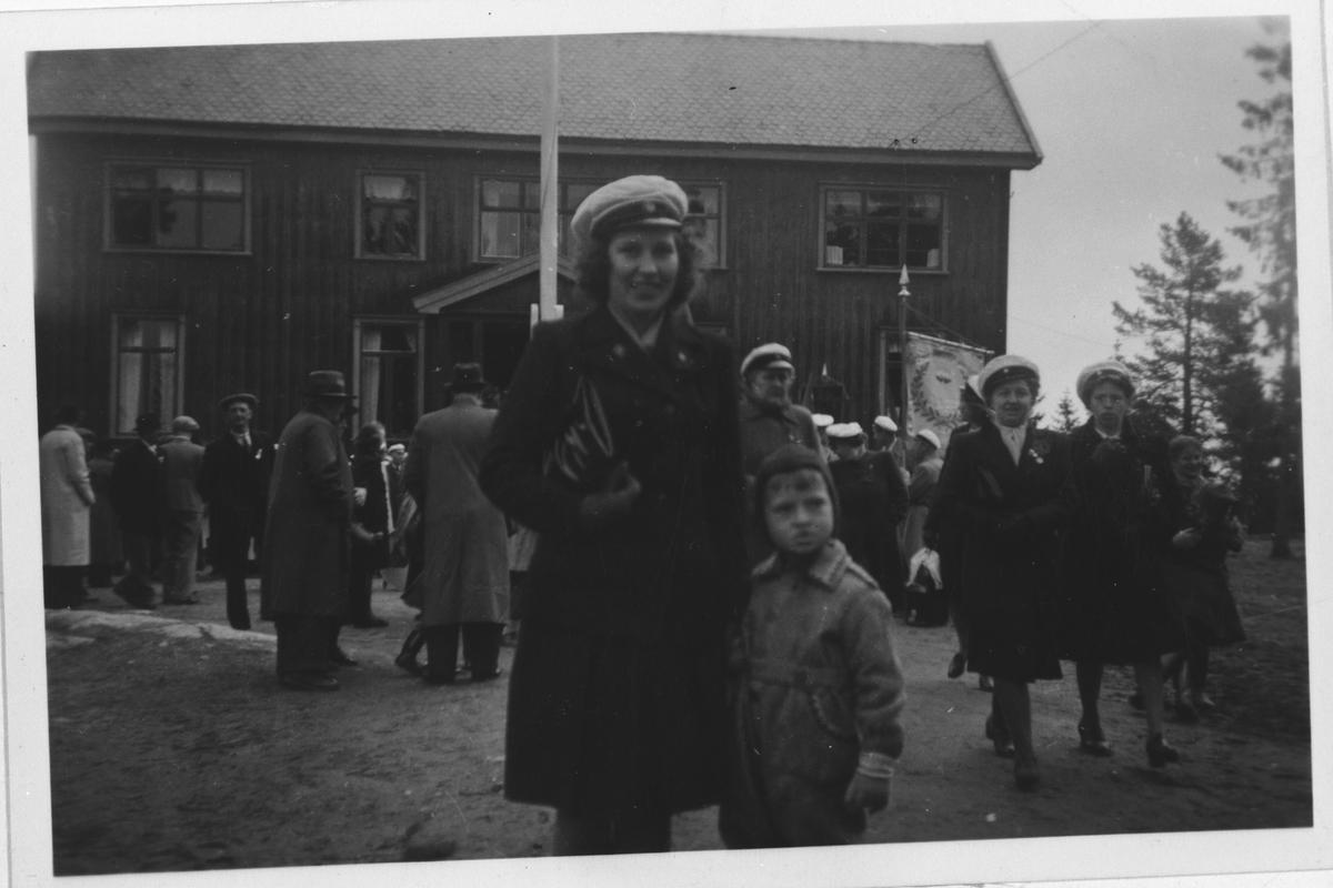 1. mai, etter sangen, Arbeiderenes damekor, Strømmen.