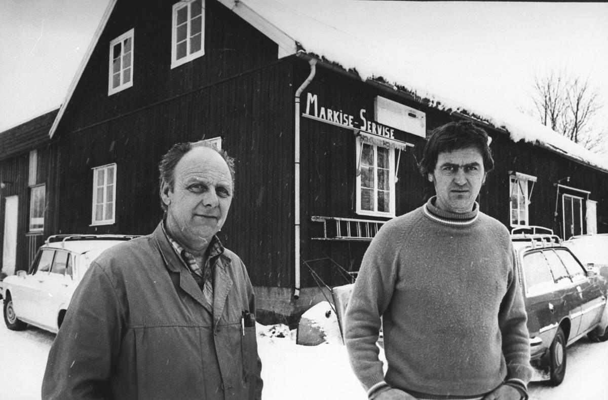 Markisefabrikk, Skogsbygda. Hans Ludvigsen til venstre, og Arne Engeflaen.