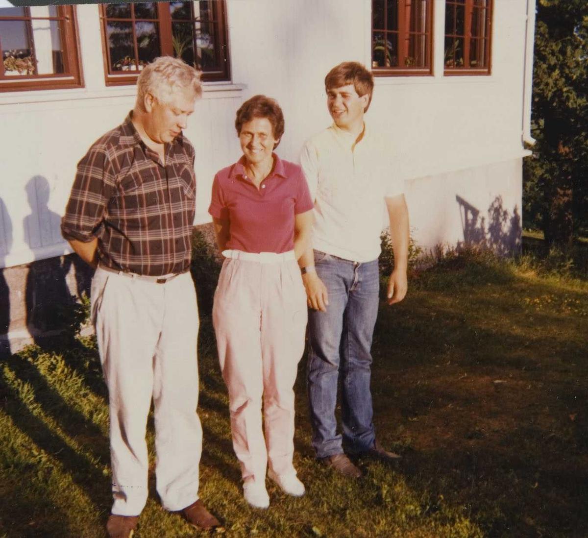 To generasjoner på Kollerud  Øvre ca. 1980