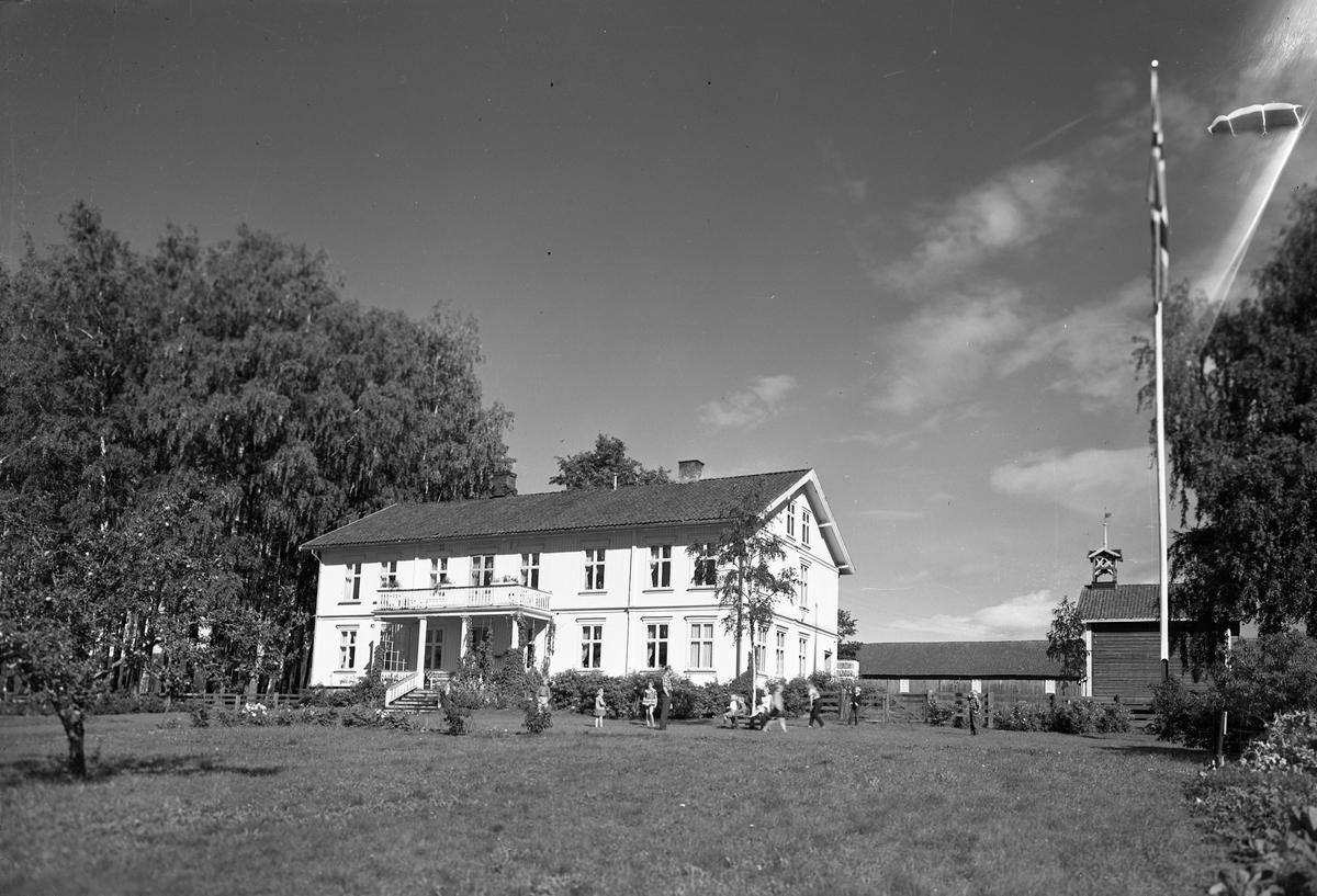 Hus/bygning/gårdsbruk. 25.04.2013: Dette er Må gård i Eidsvoll. Skrevet av: Trond Gundersen