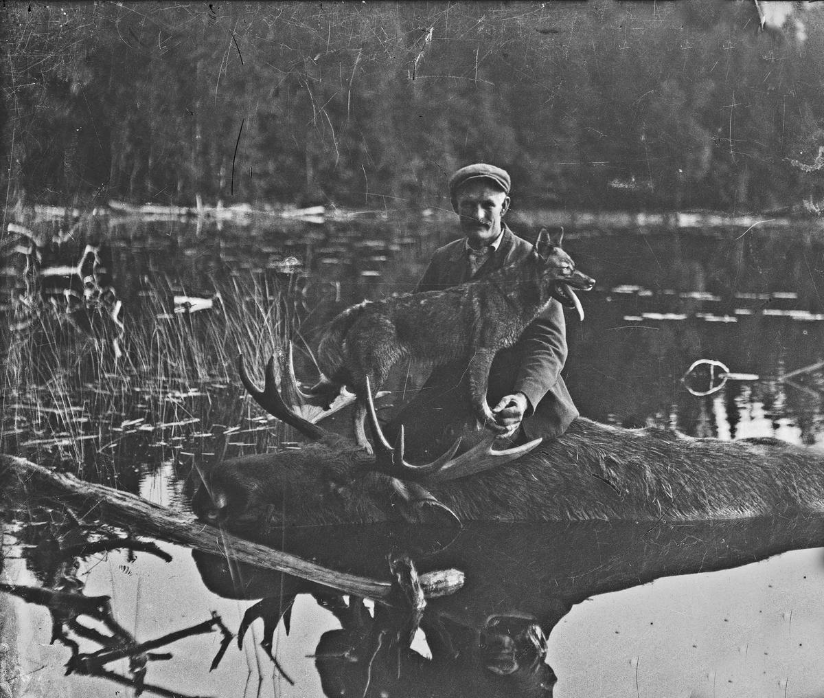 """Paul Braathen fdt. 1876. Bildet er fra """"Piro jaktlag"""". Paul hadde Berger gård på Minnesund."""