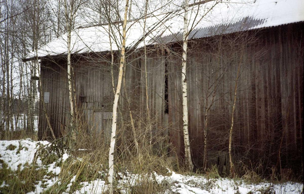 Utvendig bilde av låven ved  Nilsens kurvfabrikk