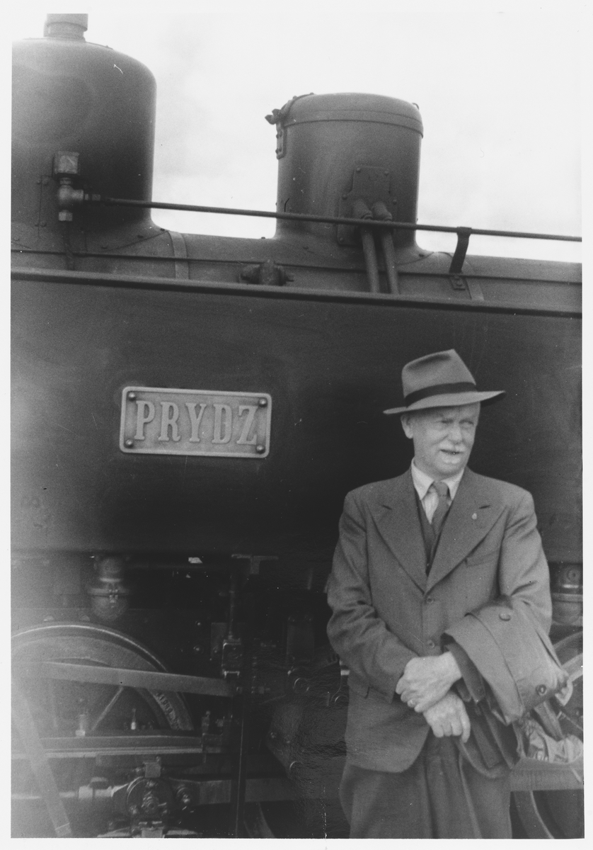 Foran lok 7 Prydz står tidligere driftsbestyrer Eigil Prydz