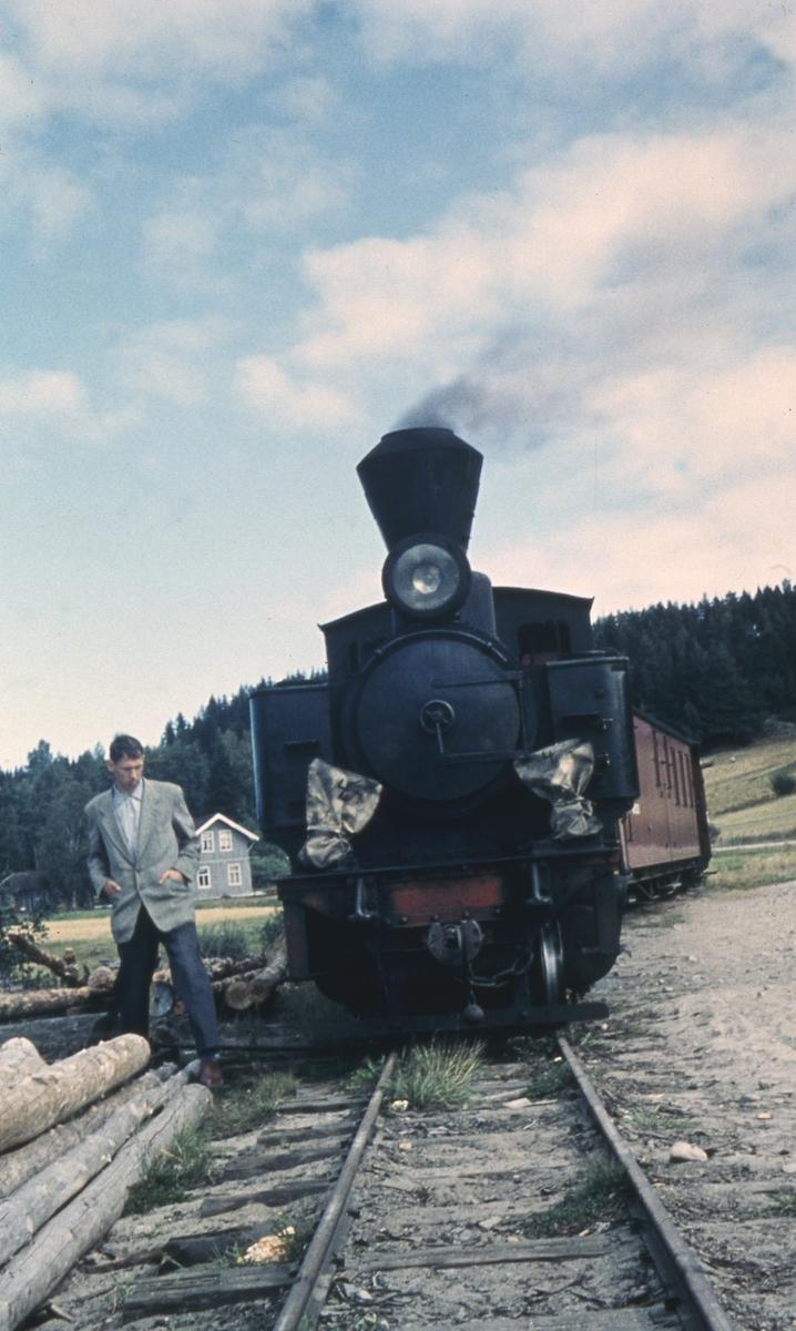 Tog 2051 på dampskipsbrygga på Skulerud