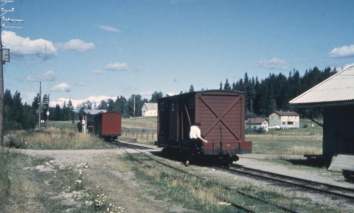 Tog 2058 skifter på Fosser stasjon