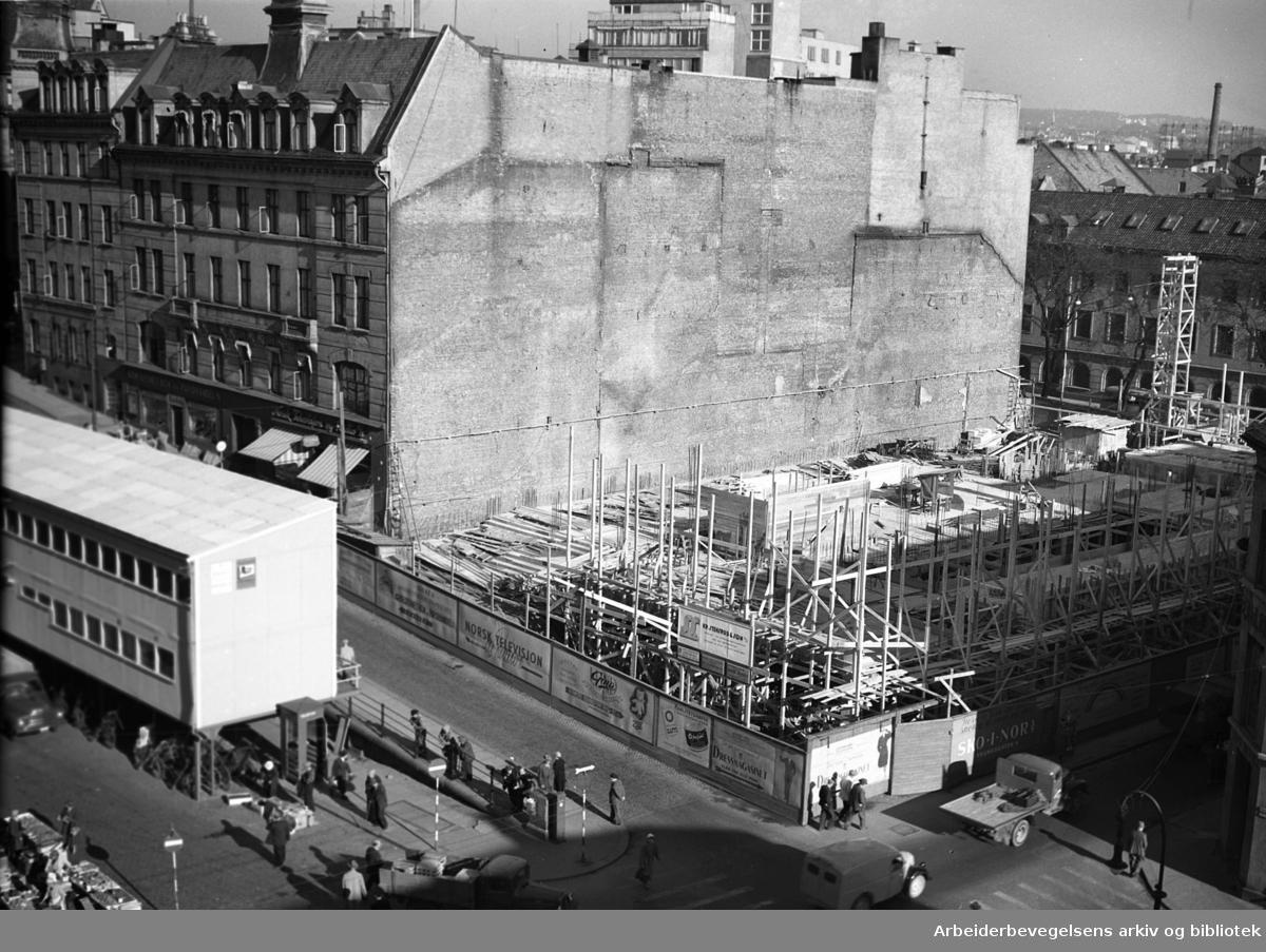 Det gamle Folkets Hus rives..Torggata 14 (Oslo Arbeidersamfund) er revet,.oktober 1954
