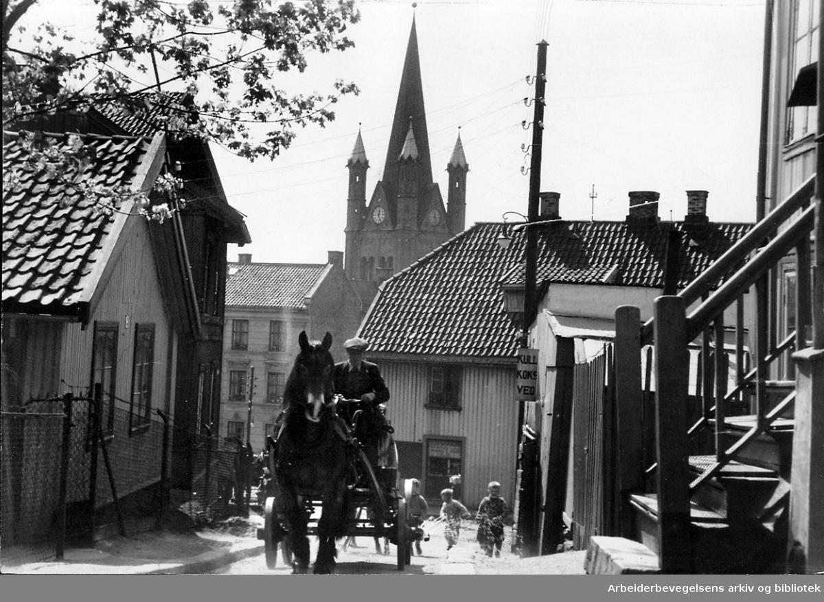 Enerhaugen med Grønland kirke i bakgrunnen,.mai 1950