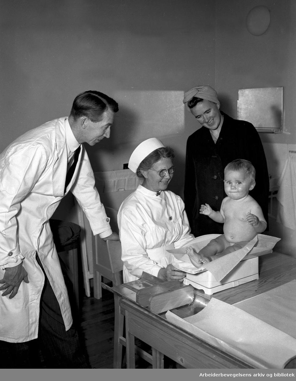 Spebarnskontroll på Huseby helsestasjon,.oktober 1949.