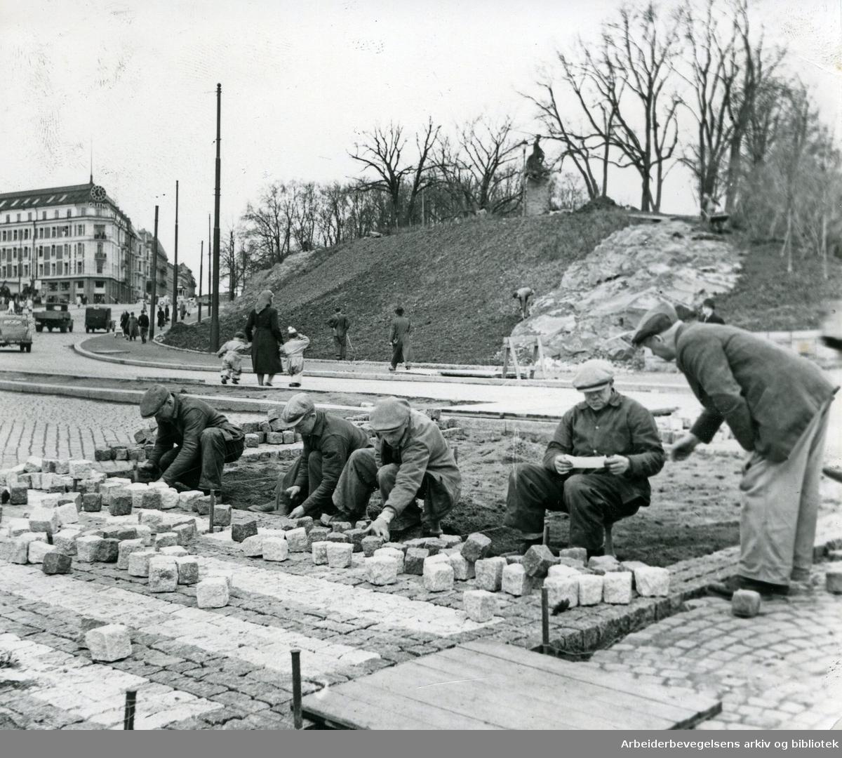 Drammensveien ved Slottsparken og Abelhaugen, .april 1950