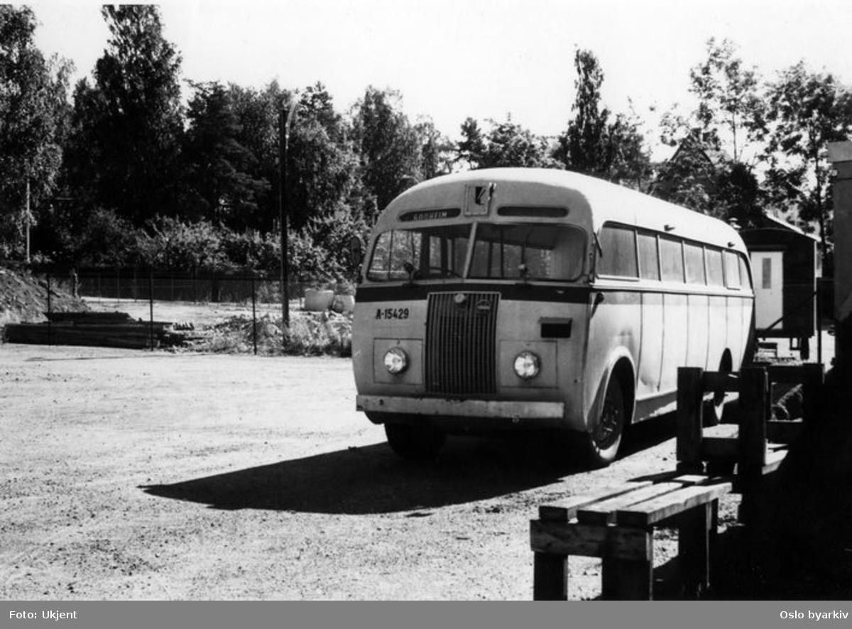 En Strømmen-Leyland buss på parkering. Linje til Godheim.
