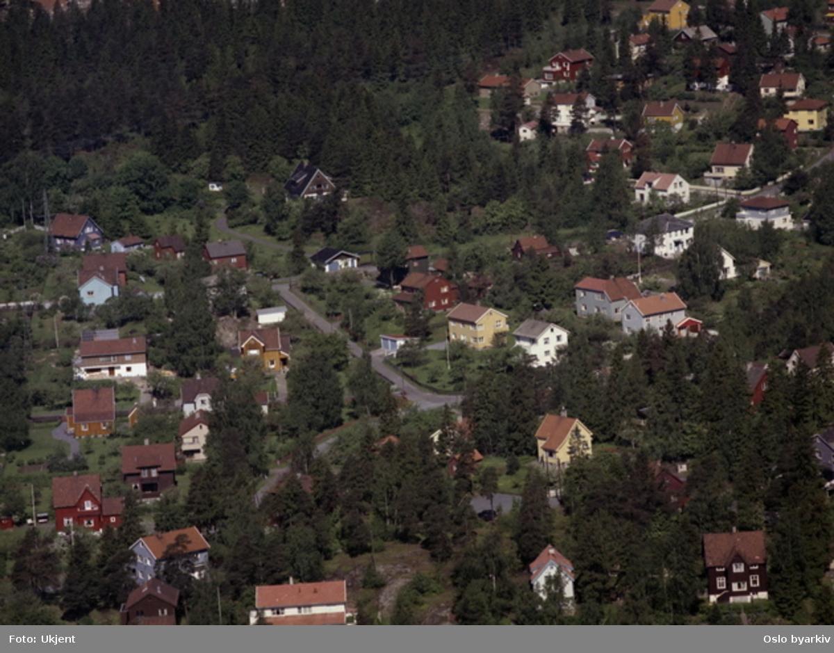 Boliger Åmotveien og Veita. (Flyfoto)
