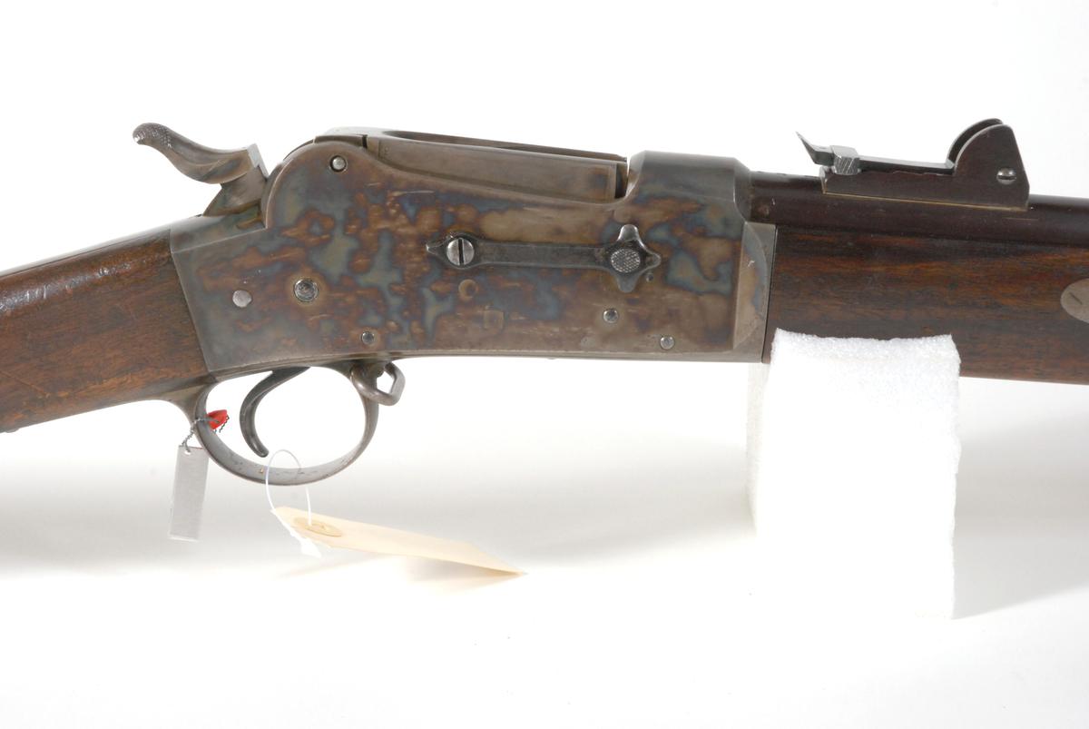 Dette er et 12 mm prøvegevær fra omkring 1873/ 1874 med en tidlig type magasinavstenger.