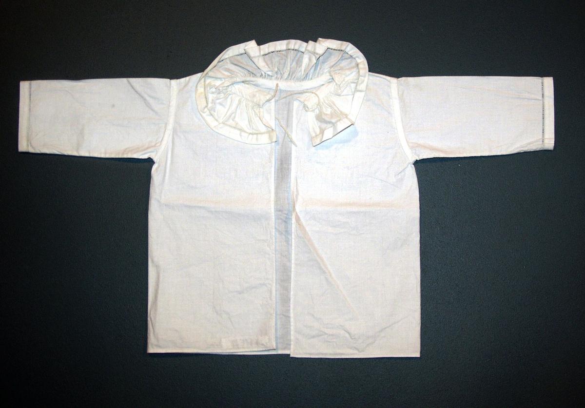 Form: Hel klippet skjorte i sydde ermer