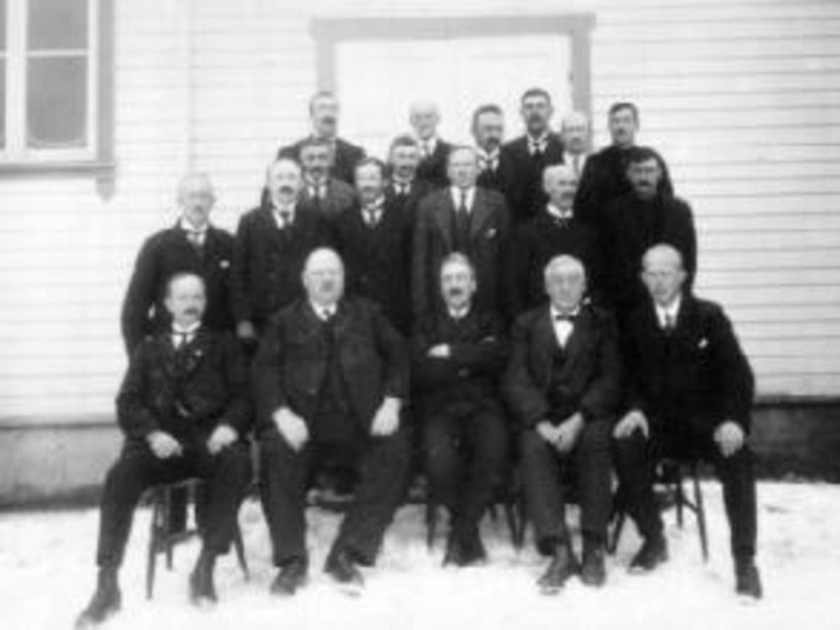 GRUPPE 19 MENN, FURNES HERREDSSTYRE 1926-1928