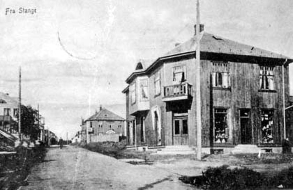 OVERSIKT STORGATA, STANGE OPPOVER ETTER BRANNEN 1911, O. NORDSVEEN BUTIKK I FORGRUNNEN. POSTKORT.