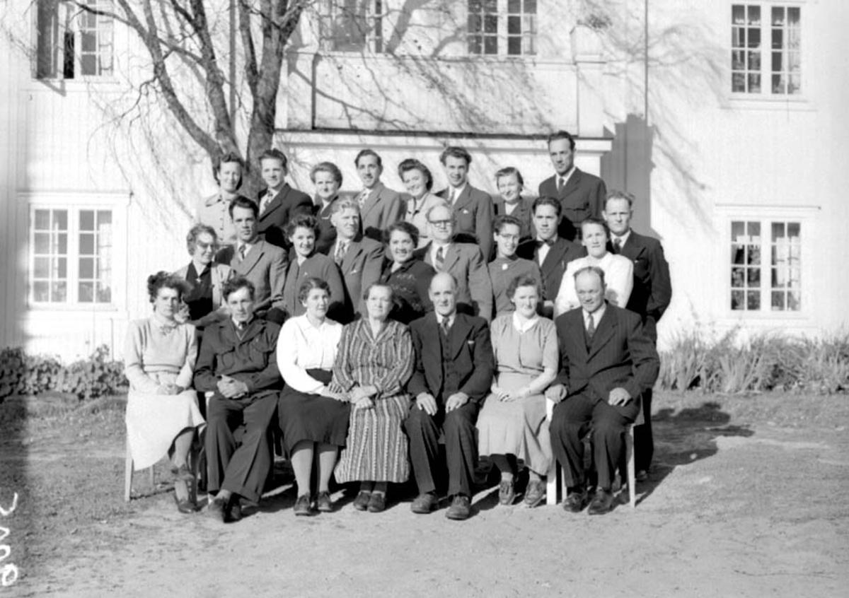 GRUPPE: STOR FAMILE 25 STK. FAMILIEN SJØLI, ÅSVANG, Stange.