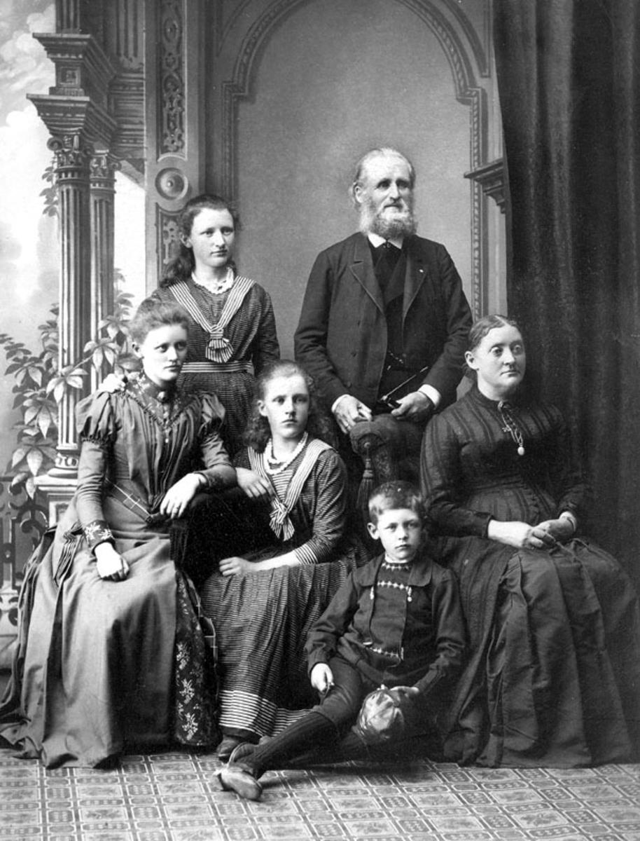 Helge Væringsaasen med familie