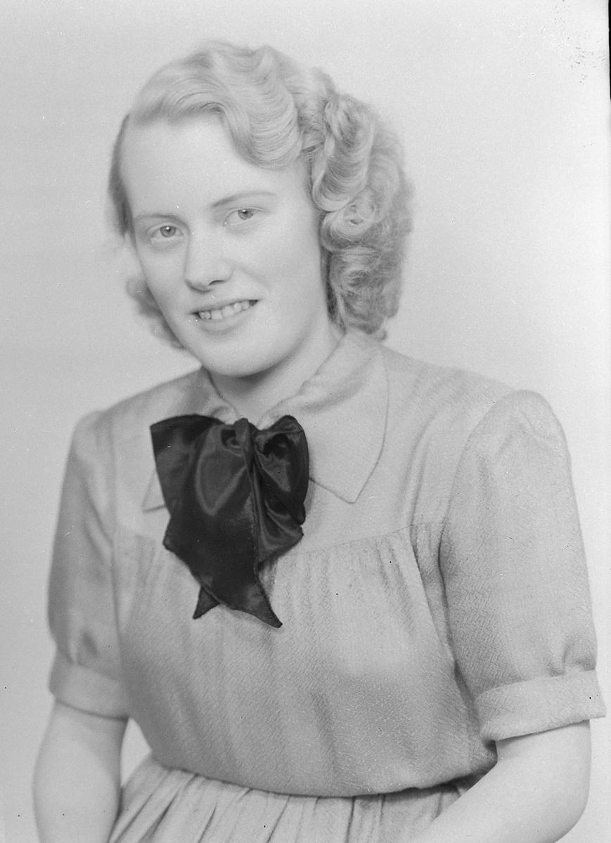 Astrid Tevassvoll ved Sør-Trøndelag fylkes husflidsskole