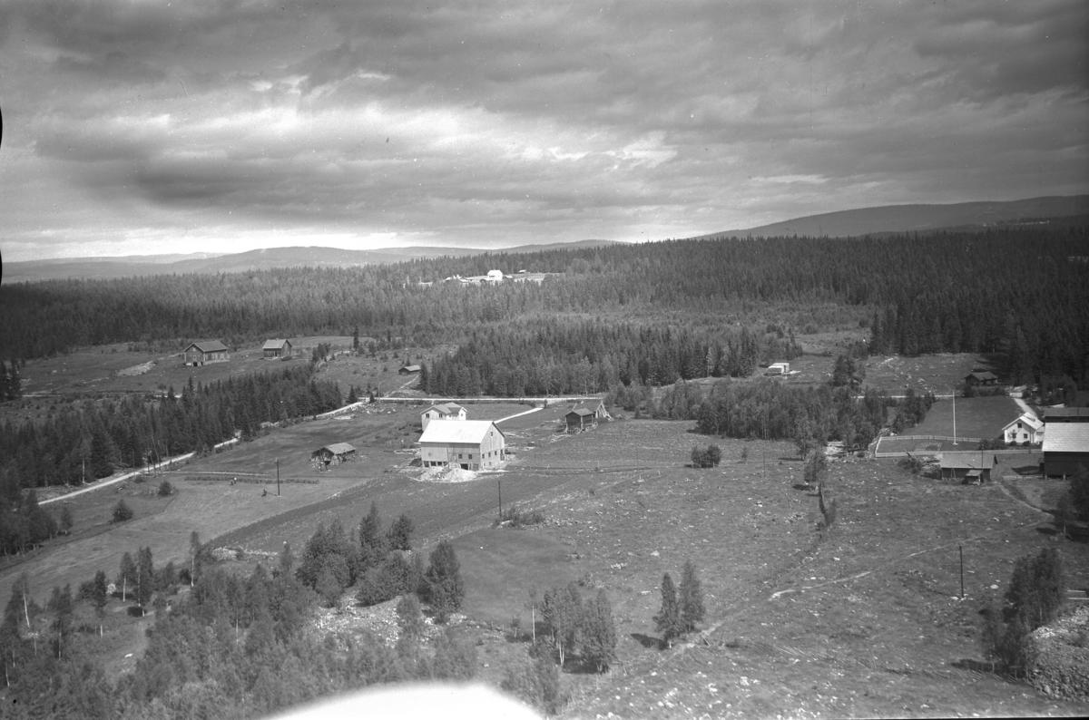 Klokkersveen (Gnr 153/70) i Sørskogbygda (Øvre Uthuslivegen 112). I høyre bildekant sees Lillesveen (Gnr 153/5)
