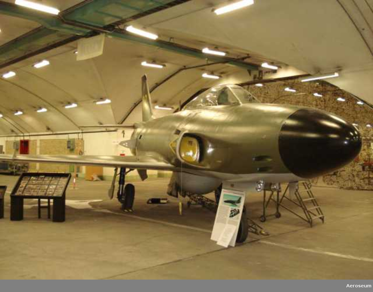 Gul 03. Målflygdiv. Byggår 1959, Made by SAAB.