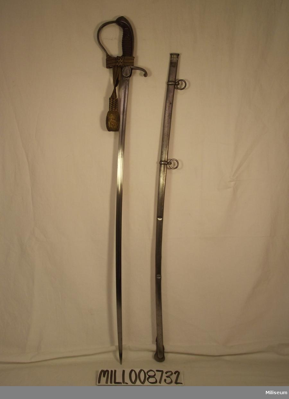 Släpsabel 1800-tal för officer. Användes när man inte ville slita på sin fina sabel.
