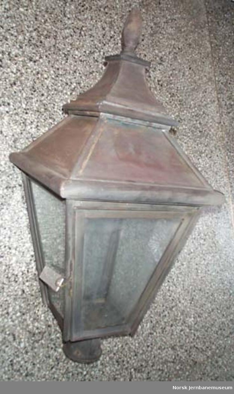 Plattformlampe for parafin