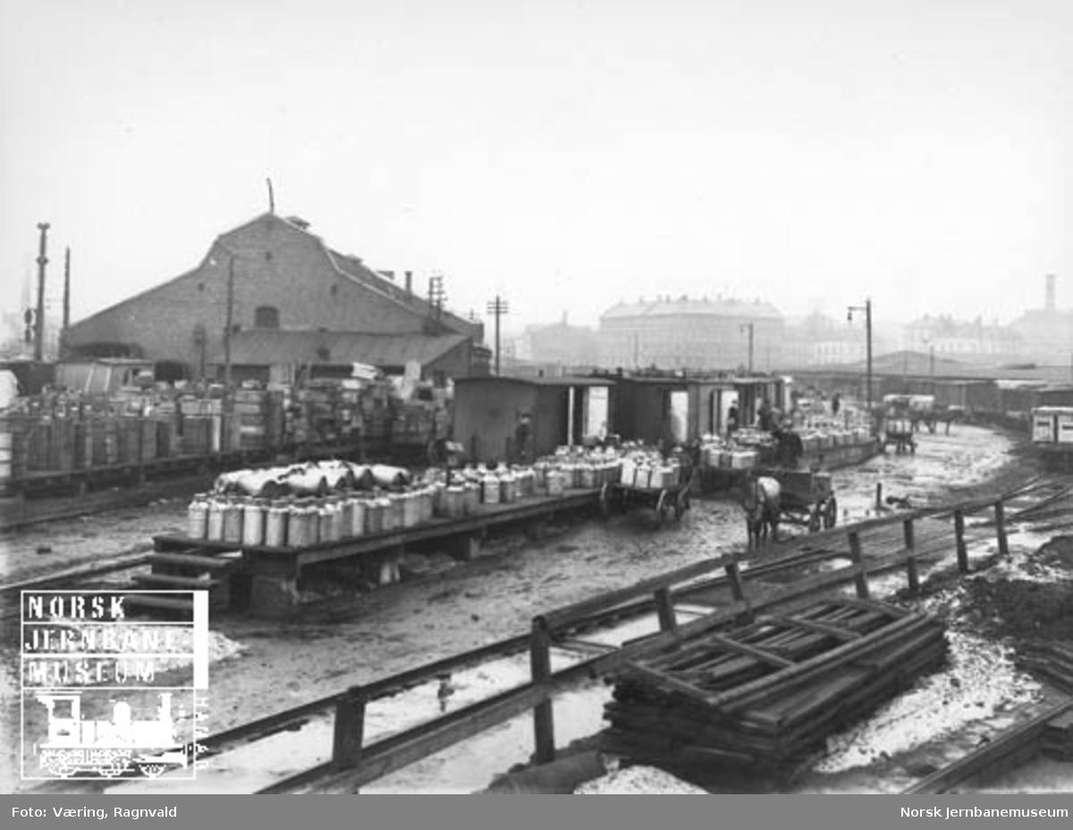 Lasting og lossing av melkespann i Oslo