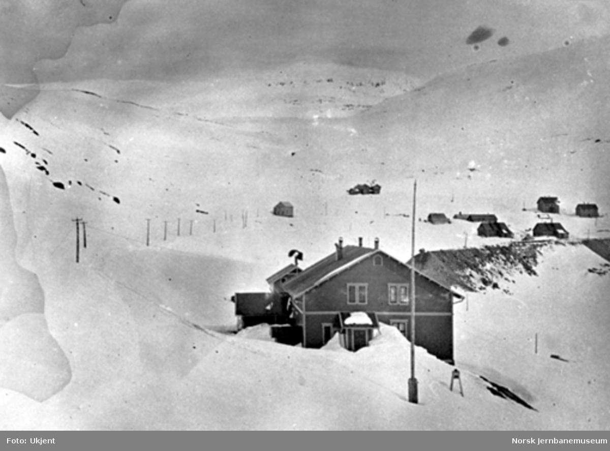 Vinterbilde fra Upsete; anlegget av Gravehalsen tunnel er i gang