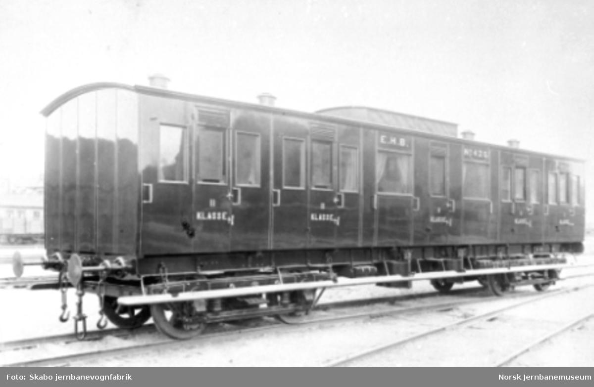 Hedemarksbanens personvogn litra Bo nr. 425 ved leveransen fra Skabo Jernbanevognfabrik