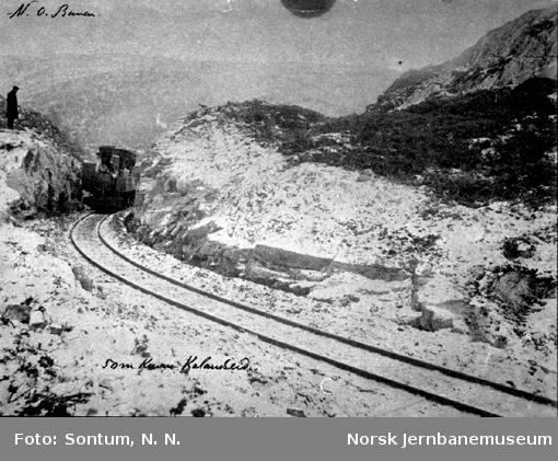 Damplokomotiv i 50 meters kurven ved Kalandseid